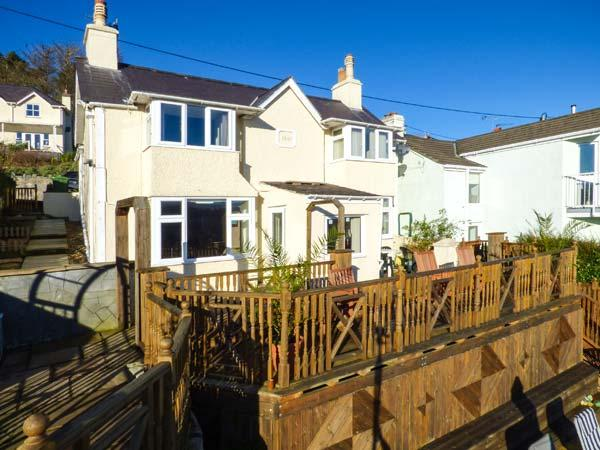 BRYN GOLEU, detached, lovely views, roadside parking, enclosed garden, in Menai Straits, Ref 926062 - Image 1 - Menai Bridge - rentals
