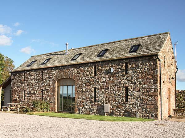 CORN RIGG COTTAGE, woodburning stove, pet-friendly, countryside views, Ousby, Ref 935096 - Image 1 - Ousby - rentals