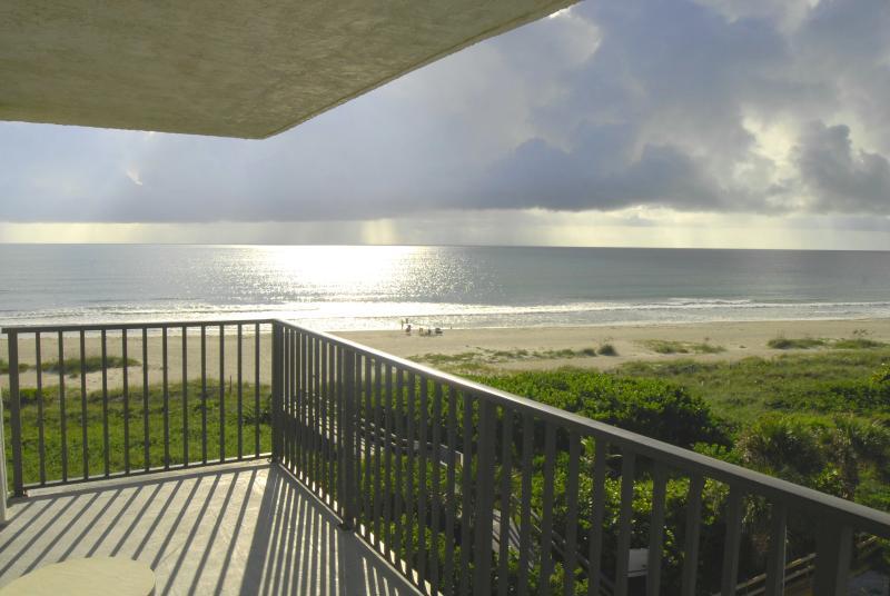 Direct Oceanfront, corner Unit, wrap-around balcony - PENTHOUSE...CORNER UNIT...DIRECT OCEANFRONT - Cape Canaveral - rentals