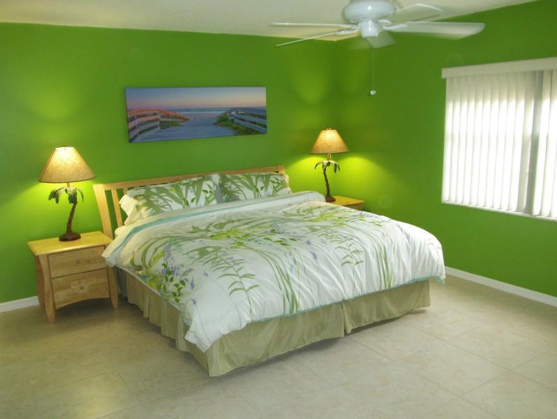 Master bedroom with King bed - Renovated - Next to Pier - Large Heated pool - Cocoa Beach - rentals