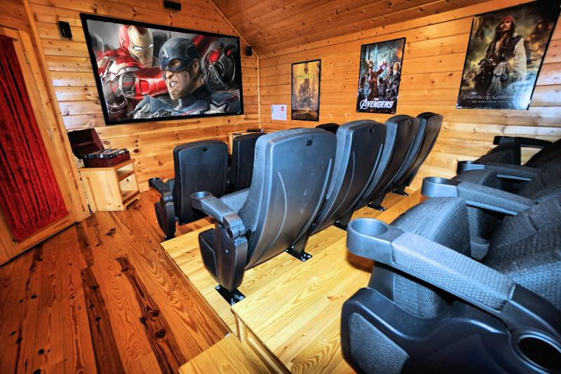 "Theater with 100"" screen. - Bigfoot Crossing - NO FIRE DAMAGE - Perfect Location, Theater, LAST MINUTE DEAL - Pigeon Forge - rentals"