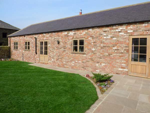 MISTAL COTTAGE single-storey, en-suite wet room, barn conversion, open plan - Image 1 - Easingwold - rentals