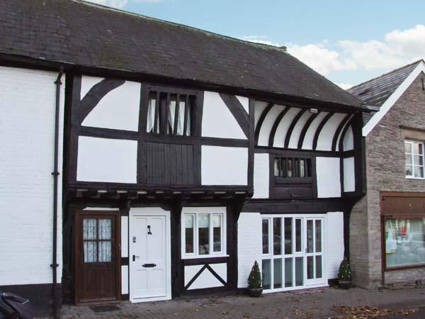 THE QUEEN'S TRUSS, luxurious cottage, Grade II* listed, original beams, Weobley, Ref 932481 - Image 1 - Weobley - rentals