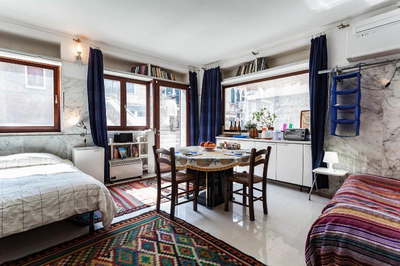 Living Room - Beautiful sunny studio on canal! - Venice - rentals