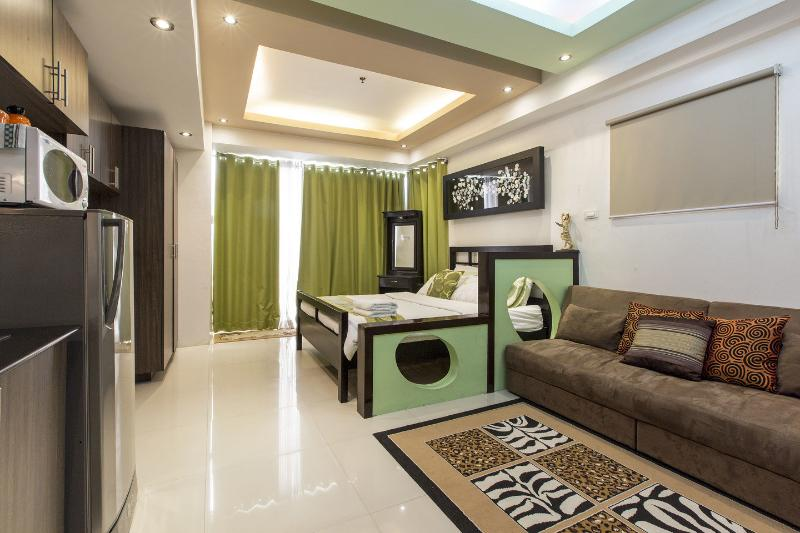 Living Room - F1 Executive Studio @ the Centre of Global City - Taguig City - rentals