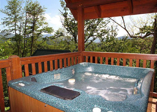Soak away your cares… - Bear Hugs  Pool Access  Mountain View  Pet Friendly  WiFi  Free Nights - Gatlinburg - rentals