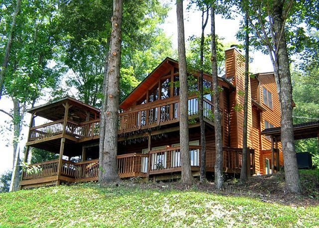Welcome to your dream getaway - Smoky View Lodge  Close to Downtown Mtn View Hot Tub WiFi  Free Nights - Gatlinburg - rentals