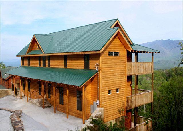 Welcome to Paradise - Smokerise Lodge  Mtn Views  2 Hot Tubs  Pets  Pool Access  Free Nights - Gatlinburg - rentals