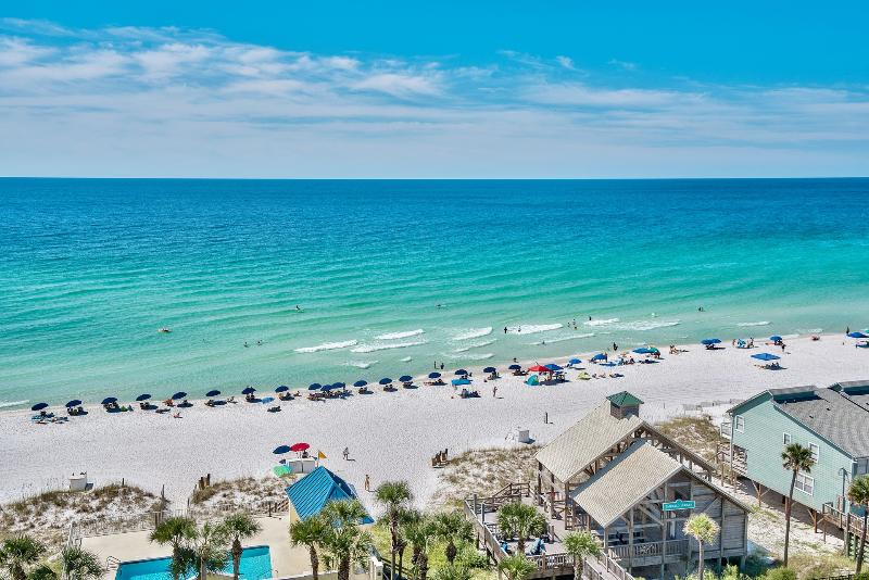 Private beach pavilion w/ restrooms, showers, Bar N Grill, and beach service! Book at GULF911 - 'Bimini Breeze' on 1st Beach Street! - Destin - rentals