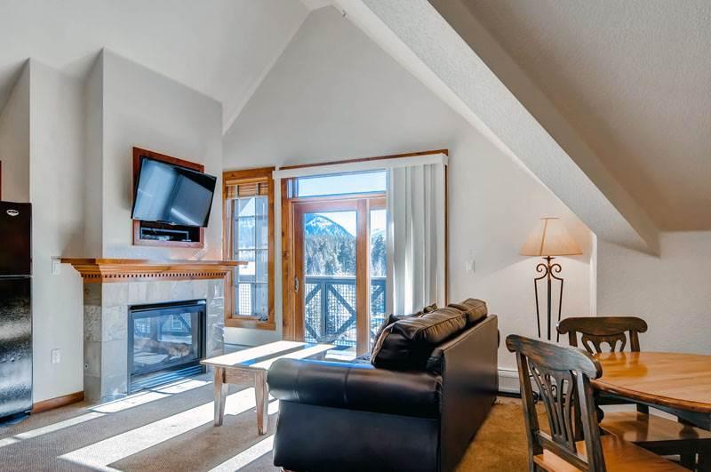 Comfortable Breckenridge 1 Bedroom Walk to lift - M2403 - Image 1 - Breckenridge - rentals