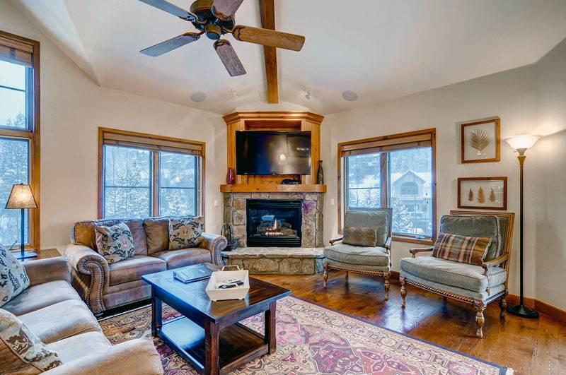 Economic Breckenridge 3 Bedroom Ski-in - RB308 - Image 1 - Breckenridge - rentals