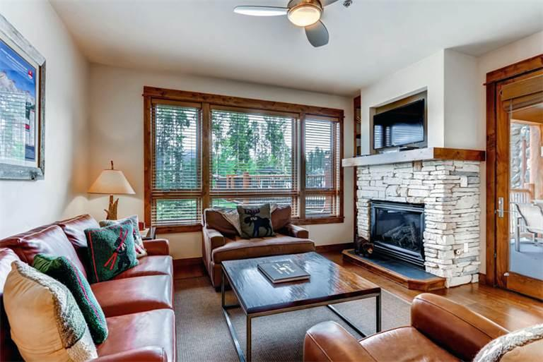 Comfortably Furnished yes 2 Bedroom Condo - B405 - Image 1 - Breckenridge - rentals