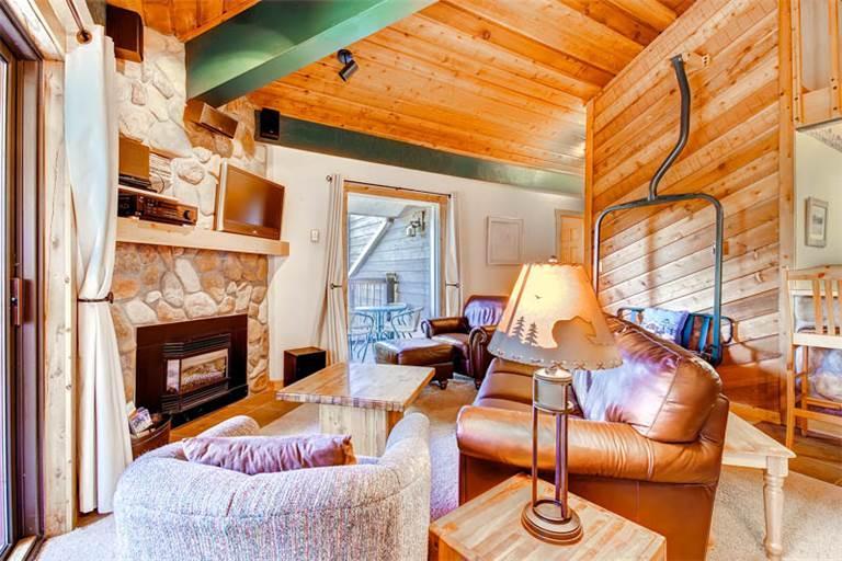 Comfortably Furnished Breckenridge 2 Bedroom Walk to lift - DEB32 - Image 1 - Breckenridge - rentals