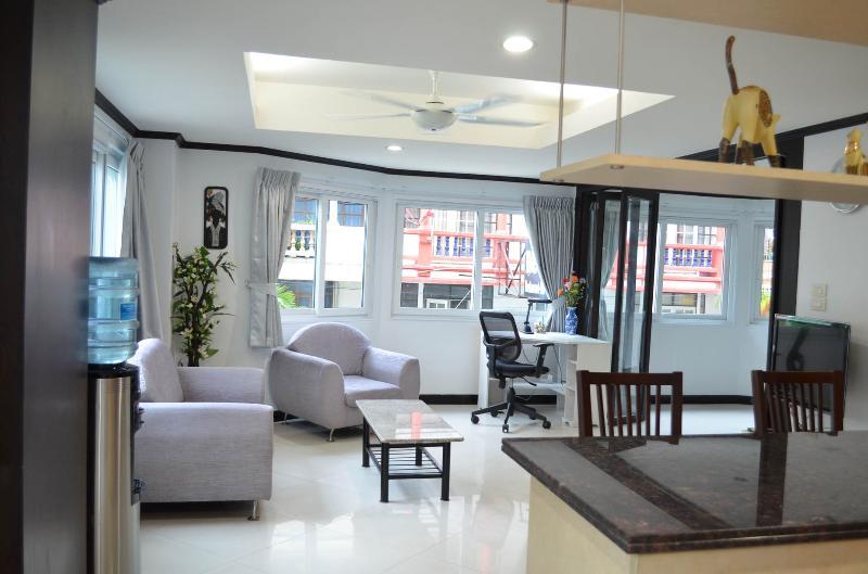 Triple size apartment (255/256) - seeview-Jomtien - Image 1 - Jomtien Beach - rentals