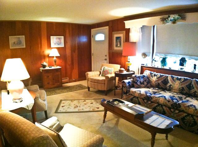Living room - 1/2 mile to Haigis Beach, 3 BR, 1 Bath, Central AC, WIFI - DE0618 - Dennis - rentals