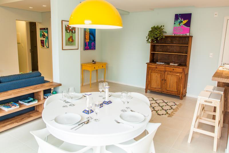 Colorful 2 Bedroom Apartment Nestled in Lagoa - Image 1 - Florianopolis - rentals