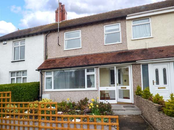 CRAIGFRYN, mid-terrace, close to amenities, parking, garden, in Conwy, Ref 930569 - Image 1 - Conwy - rentals
