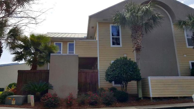 Front view and parking - $89nt special! Monthly winter rental availibilty - Destin - rentals