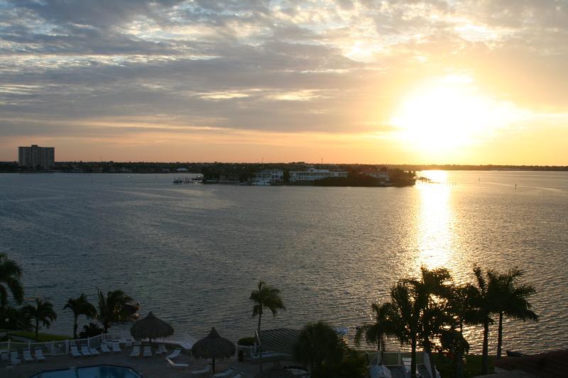 sunrise from balcony - waterview St pete beach condo - Saint Petersburg - rentals