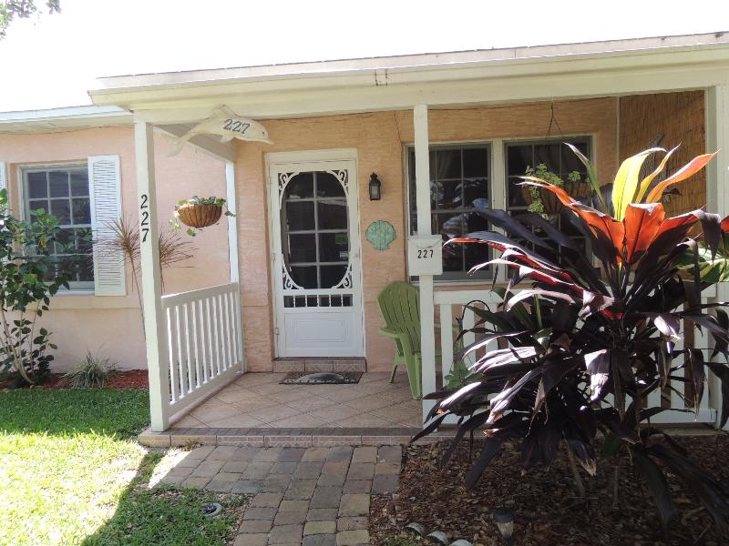 Cocoa Beach Cottage Downtown  - Walk to the beach! - Image 1 - Cocoa Beach - rentals