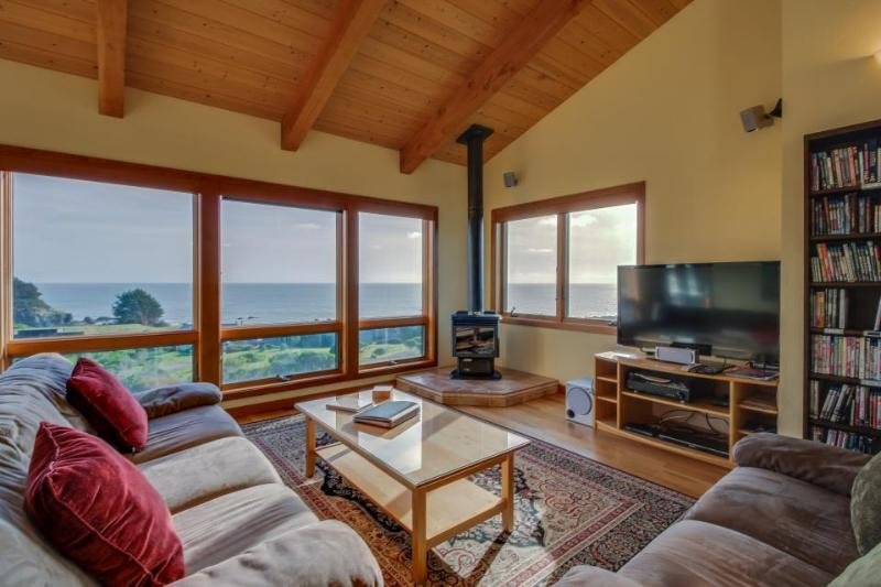 A private hot tub, shared pool, ocean views & close to Pebble Beach! - Image 1 - Sea Ranch - rentals