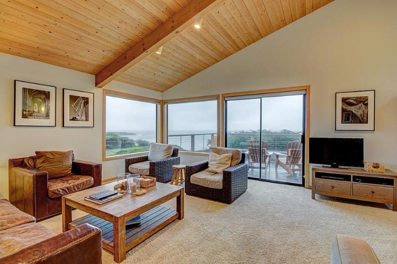 Elegant, dog-friendly, oceanfront home with decks, shared pool, hot tub & garden - Image 1 - Sea Ranch - rentals