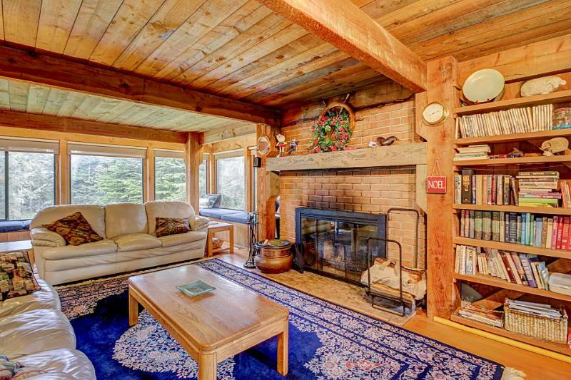 Comfortable hillside home w/ hot tub, shared pool, near forest trails - Image 1 - Sea Ranch - rentals