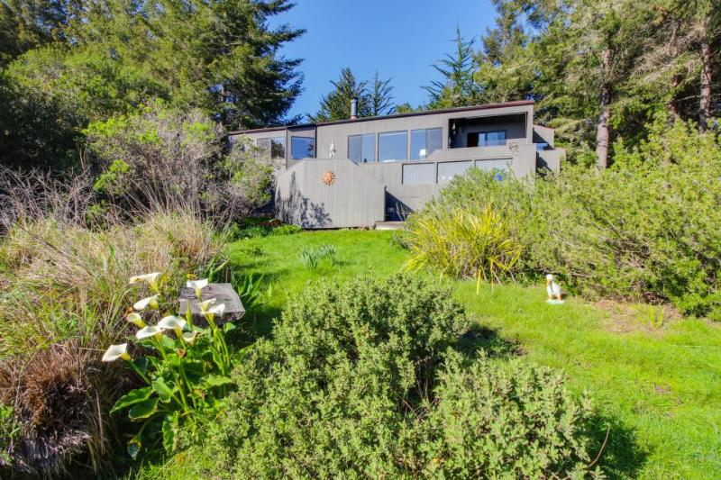 Oceanview retreat features private hot tub & sunny meadow! - Image 1 - Sea Ranch - rentals