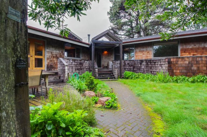 Lovely meadow cottage w/ hot tub, gardens, shareed pool, & ocean views! - Image 1 - Sea Ranch - rentals