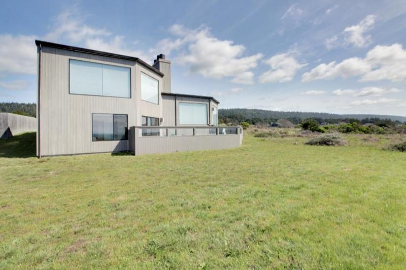 Oceanfront rental w/ modern decor, meadow views, shared pool, & private hot tub - Image 1 - Sea Ranch - rentals