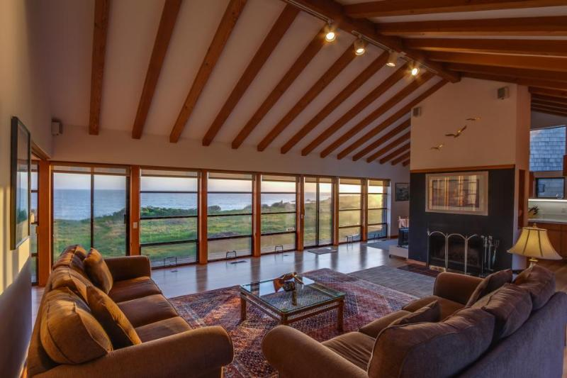 Oceanfront home w/ panoramic ocean views, private hot tub, shared pool & more! - Image 1 - Sea Ranch - rentals