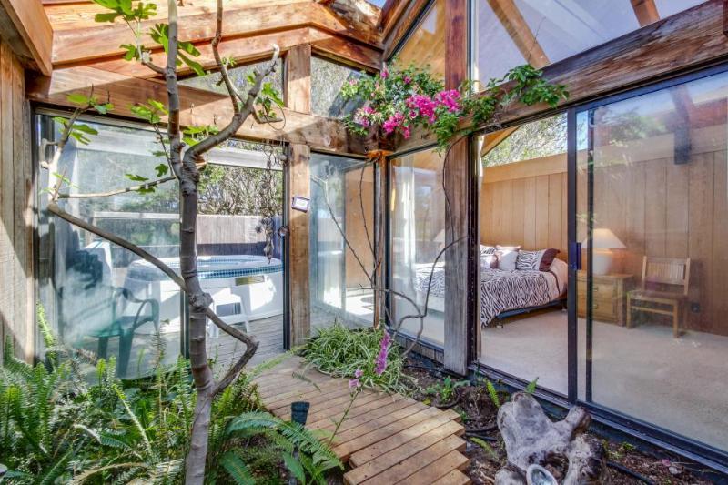 Near Stengel Beach w/ a hot tub, shared pool, and garden atrium! - Image 1 - Sea Ranch - rentals