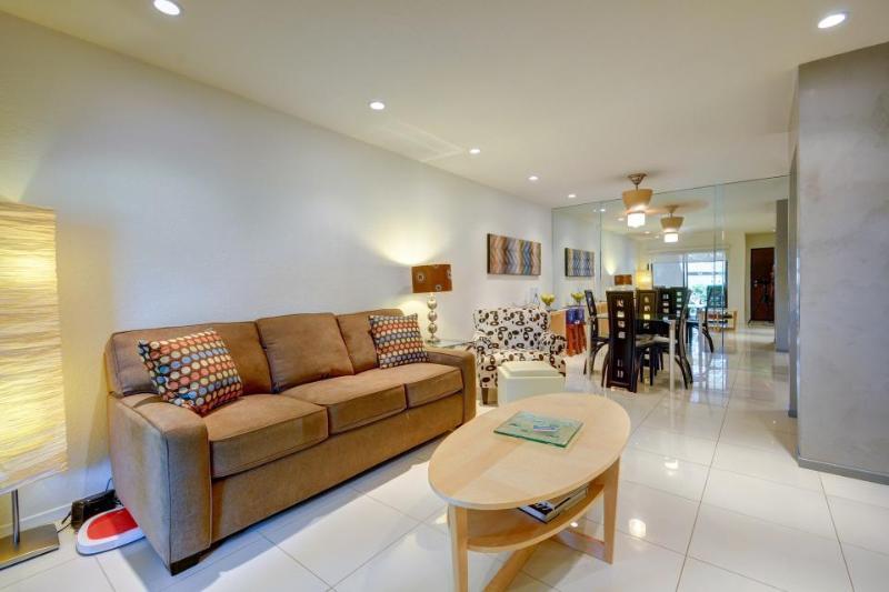 Ground-floor, convenient retreat w/pool & hot tub, 1 dog ok! - Image 1 - Palm Springs - rentals