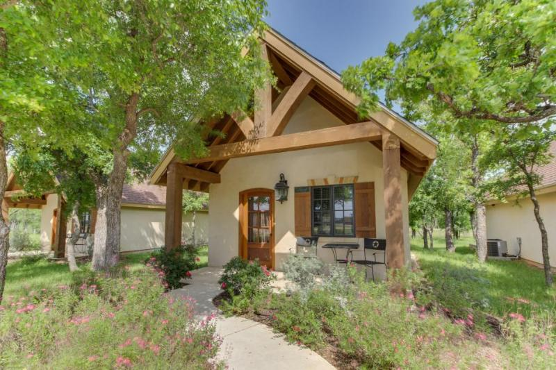 Private cottage with a deck & great access to tasting rooms! - Image 1 - Fredericksburg - rentals