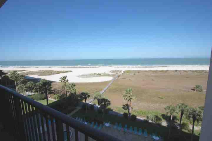 Private Patio Overlooking The Amazing Gulf of Mexico - 703 Landmark Towers II - Clearwater - rentals