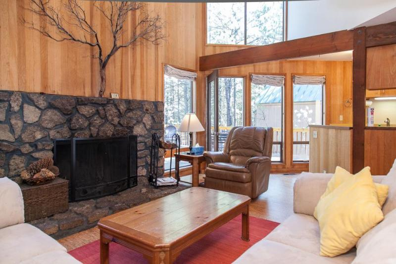Modern, rustic house w/ shared pool, hot tub, sauna, & tennis courts! - Image 1 - Black Butte Ranch - rentals