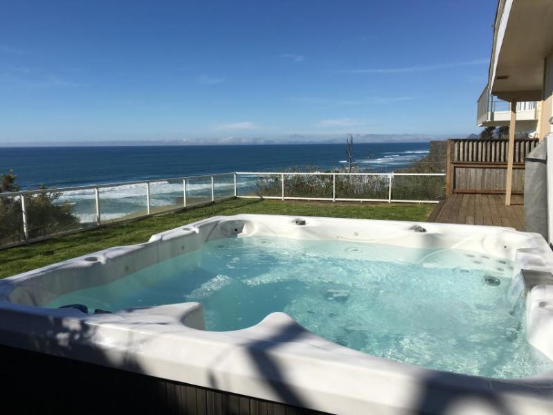 Dog-friendly, oceanfront house w/ private hot tub and unbeatable views! - Image 1 - Lincoln City - rentals