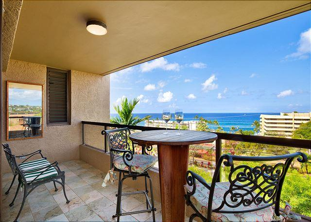 Lanai with Great Ocean Views - Amazing Views From Penthouse Corner Unit! 5 Min Walk to town and beaches! - Kailua-Kona - rentals