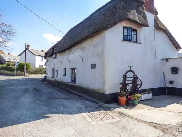 2 BRIDGE COTTAGES, thatched cottage, pet-friendly, lawned garden, woodburner, Bude, ref 933455 - Image 1 - Bude - rentals