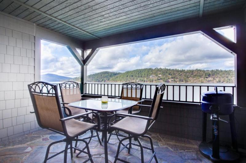 Lakefront condo with resort amenities (shared pool!) and marina access! - Image 1 - Harrison - rentals