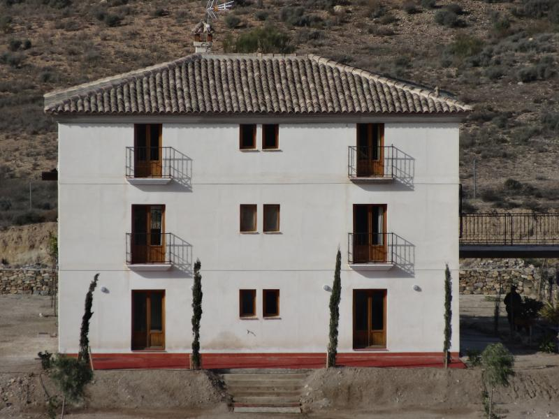 The middle floor apartment has a great view and generous size - Mountain Views, Organic veg and eggs included - Velez Rubio - rentals