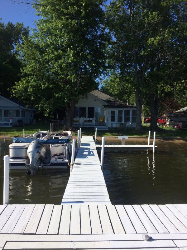 View from the end of the pier to front of cottage. - Barbee Chain/Little Barbee Lakefront Cottage - Warsaw - rentals