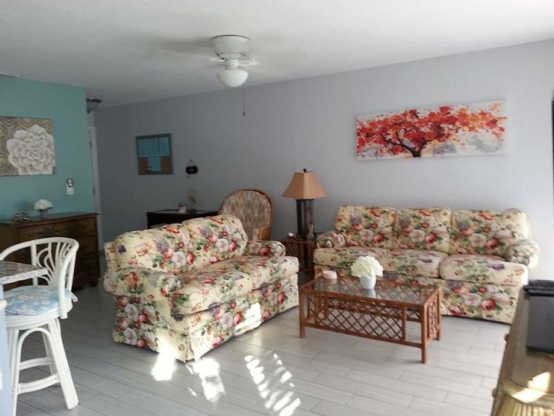 Large 1br/1ba vacation rental condo (780 Sq.Ft.) - Image 1 - Sarasota - rentals