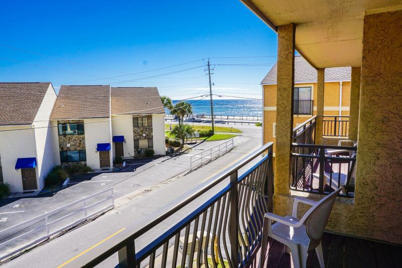 Costa Vista Is Walking Distance From The Gulf Perfect For Families.  - Costa Vista 8 - Book 7 nights Sat to Sat between March 1 - 31 for $1050 TOTAL - Destin - rentals