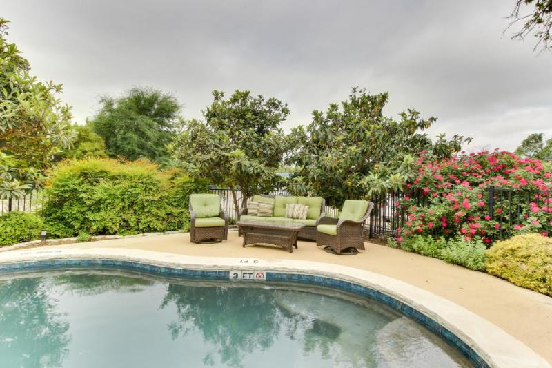 Six elegant suites w/pool & hot tub in garden courtyard! - Image 1 - Fredericksburg - rentals