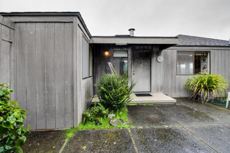Private ocean view retreat, dog-friendly, walk to beach & enjoy shared pool! - Image 1 - Sea Ranch - rentals
