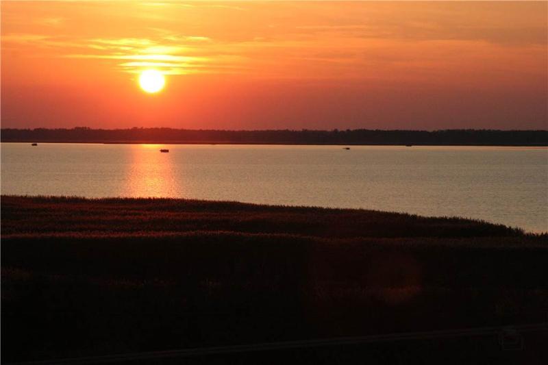 B230 Roaring Sunset - Image 1 - Virginia Beach - rentals
