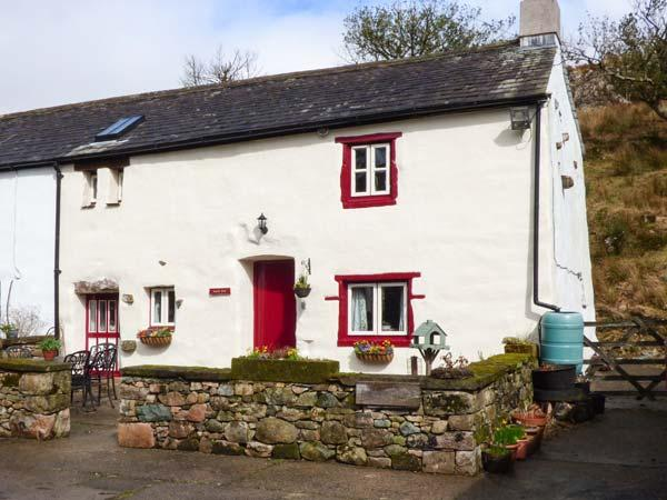 STABLE END COTTAGE, Grade II listed working farm, walks from the door, Gosforth, Ref 931410 - Image 1 - Gosforth - rentals
