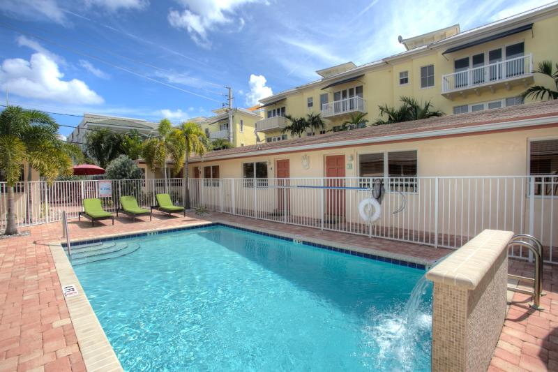 Heated Pool with water fountain - 1BR Lbs Villa remodeled by the Ocean,Beach,pool - Fort Lauderdale - rentals