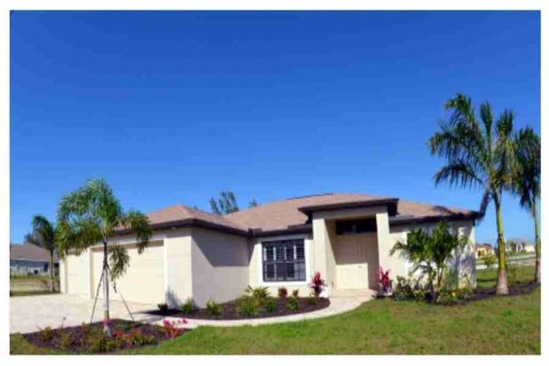 """FRONT VIEW OF """" BRAND NEW""""  WATERFRONT VILLA SUNRISE - Waterfront BRAND NEW-2015.4 b.2 b.pool/spa/dock, - Cape Coral - rentals"""